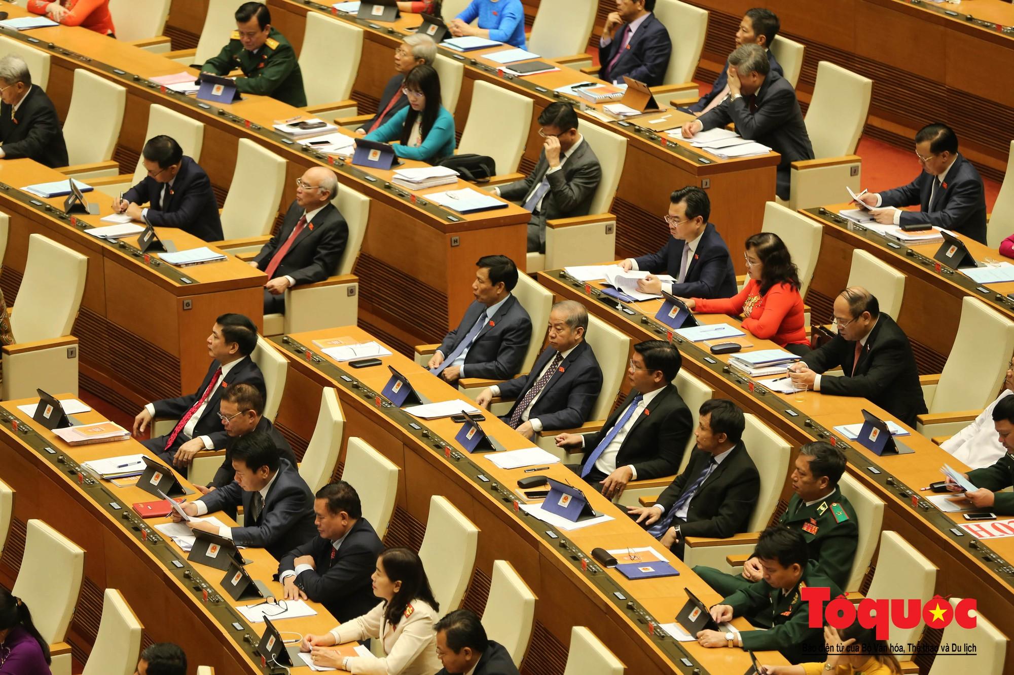 ĐBQH bên hành lang ngày khai mạc kỳ họp thứ 8, Quốc hội khóa XIV (16)