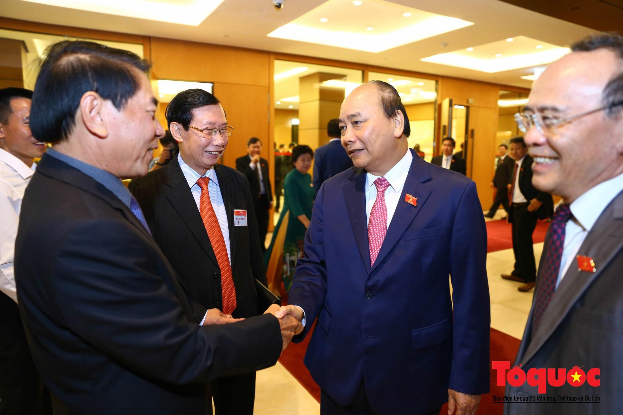 ĐBQH bên hành lang ngày khai mạc kỳ họp thứ 8, Quốc hội khóa XIV (17)