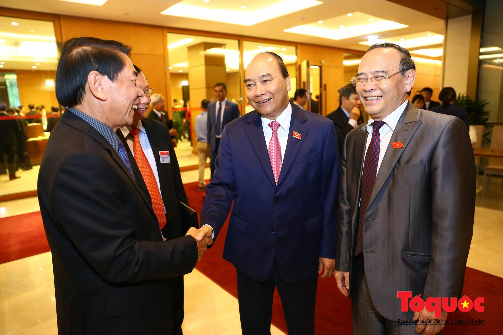 ĐBQH bên hành lang ngày khai mạc kỳ họp thứ 8, Quốc hội khóa XIV (18)