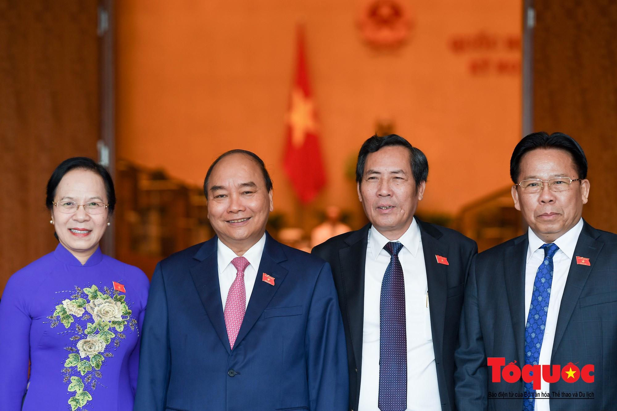 ĐBQH bên hành lang ngày khai mạc kỳ họp thứ 8, Quốc hội khóa XIV (3)