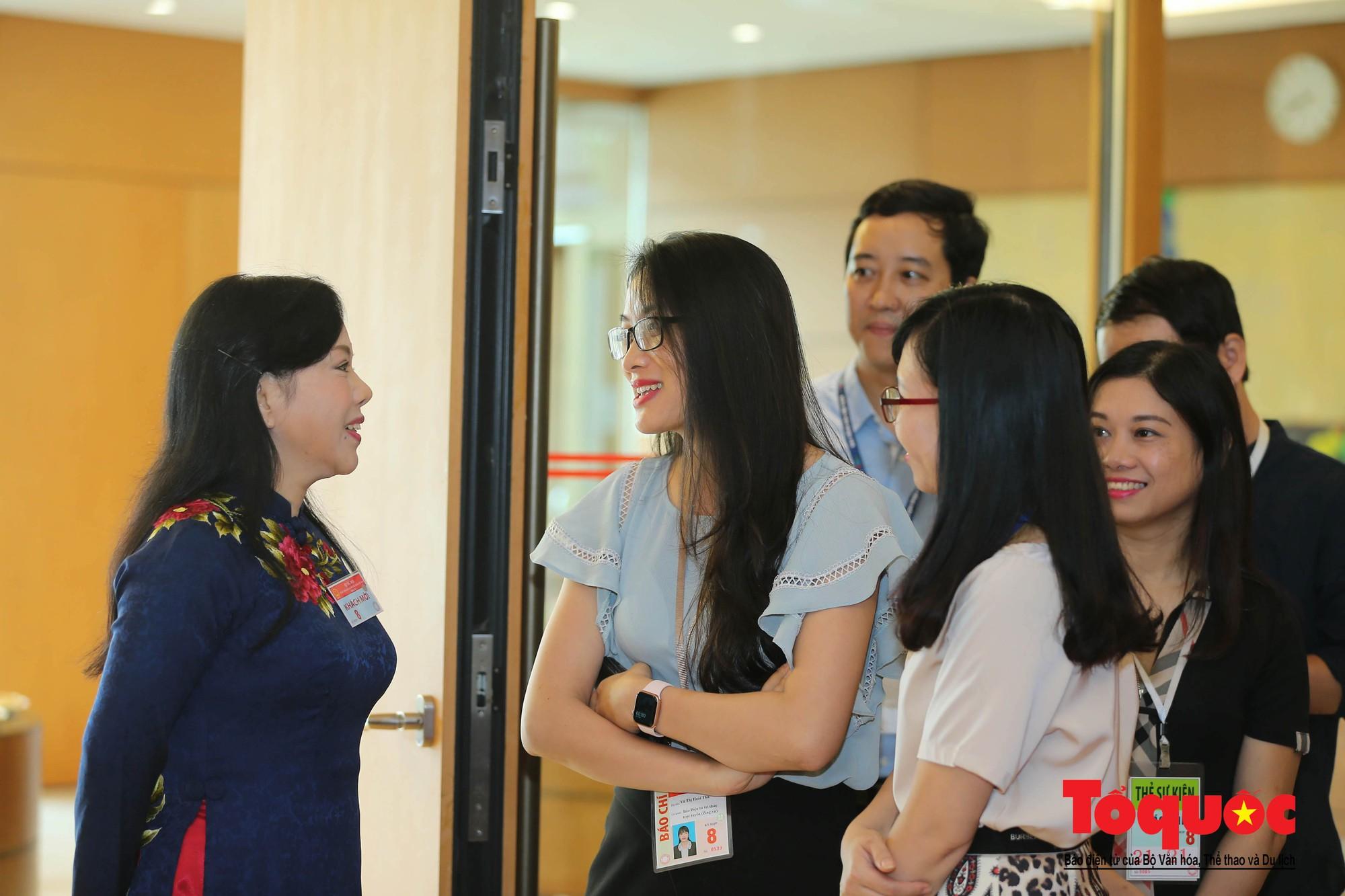 ĐBQH bên hành lang ngày khai mạc kỳ họp thứ 8, Quốc hội khóa XIV (4)