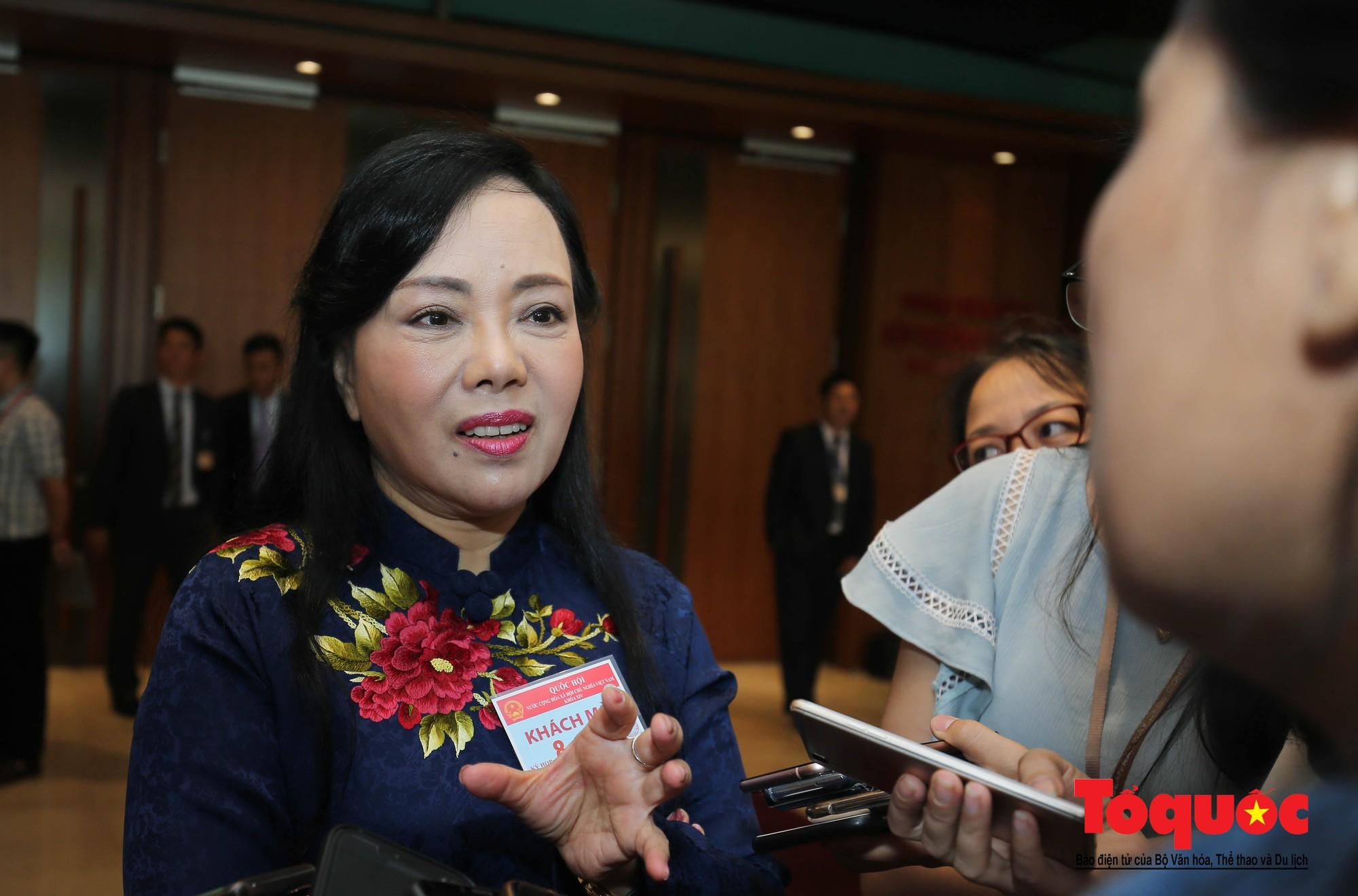 ĐBQH bên hành lang ngày khai mạc kỳ họp thứ 8, Quốc hội khóa XIV (5)