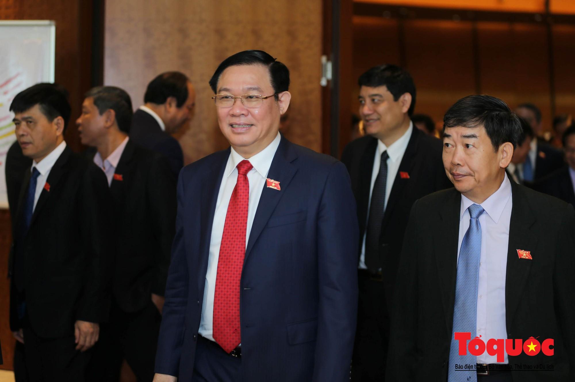 ĐBQH bên hành lang ngày khai mạc kỳ họp thứ 8, Quốc hội khóa XIV (6)