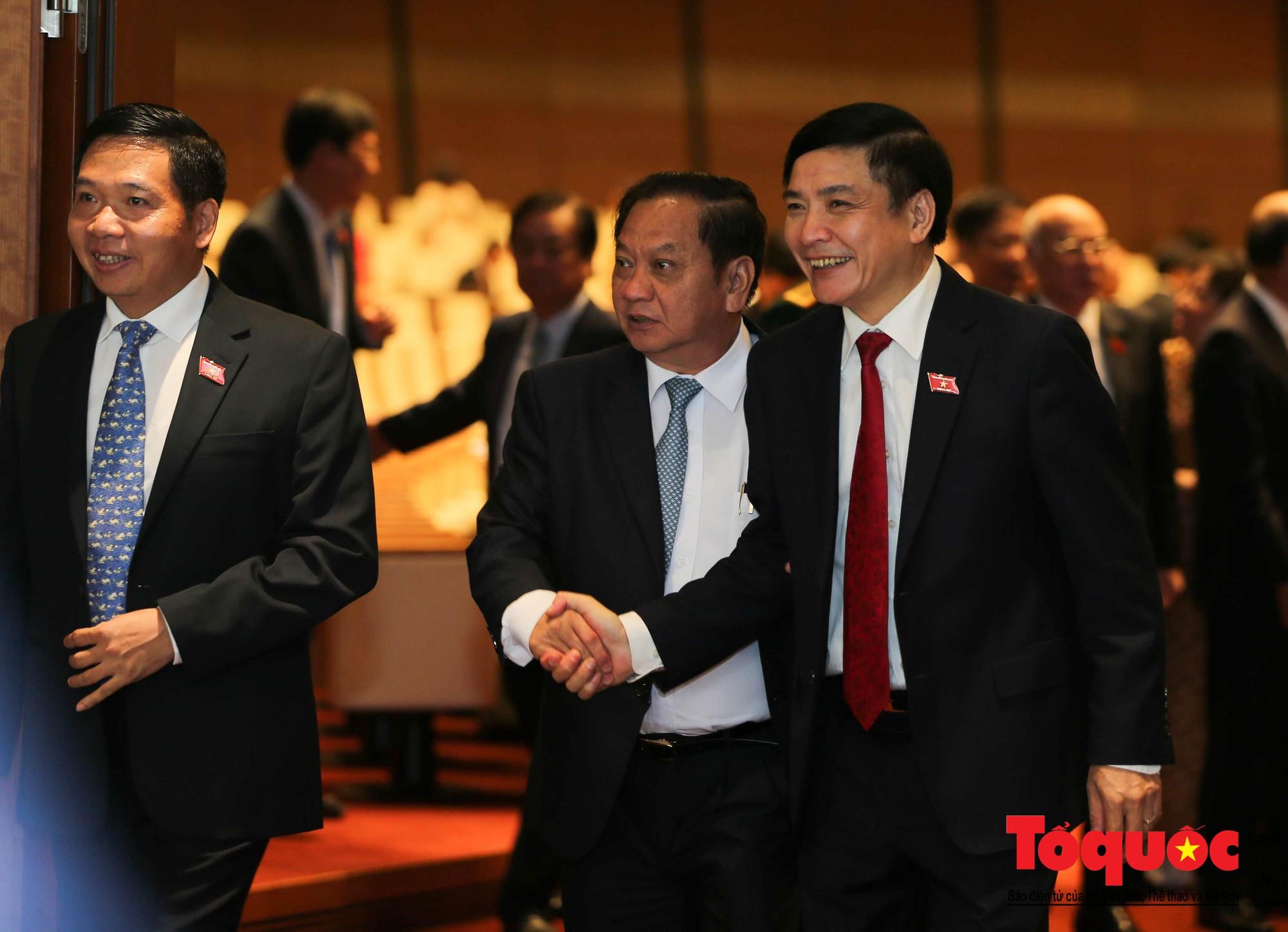 ĐBQH bên hành lang ngày khai mạc kỳ họp thứ 8, Quốc hội khóa XIV (7)