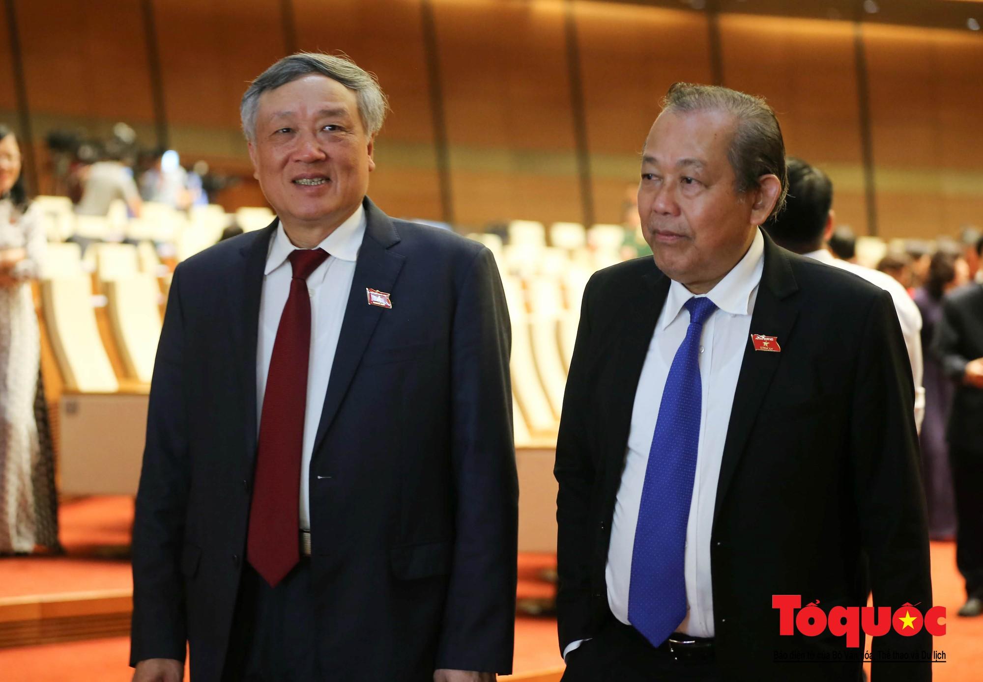 ĐBQH bên hành lang ngày khai mạc kỳ họp thứ 8, Quốc hội khóa XIV (9)
