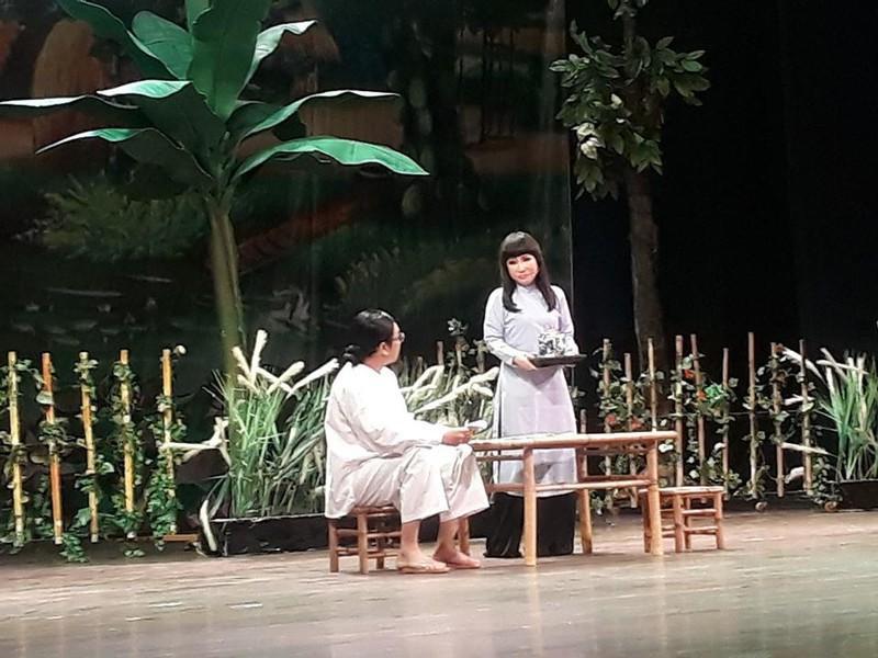 Nghệ sĩ Trọng Phúc và Thanh Kim Huệ trong vở Lan và Điệp tại TP