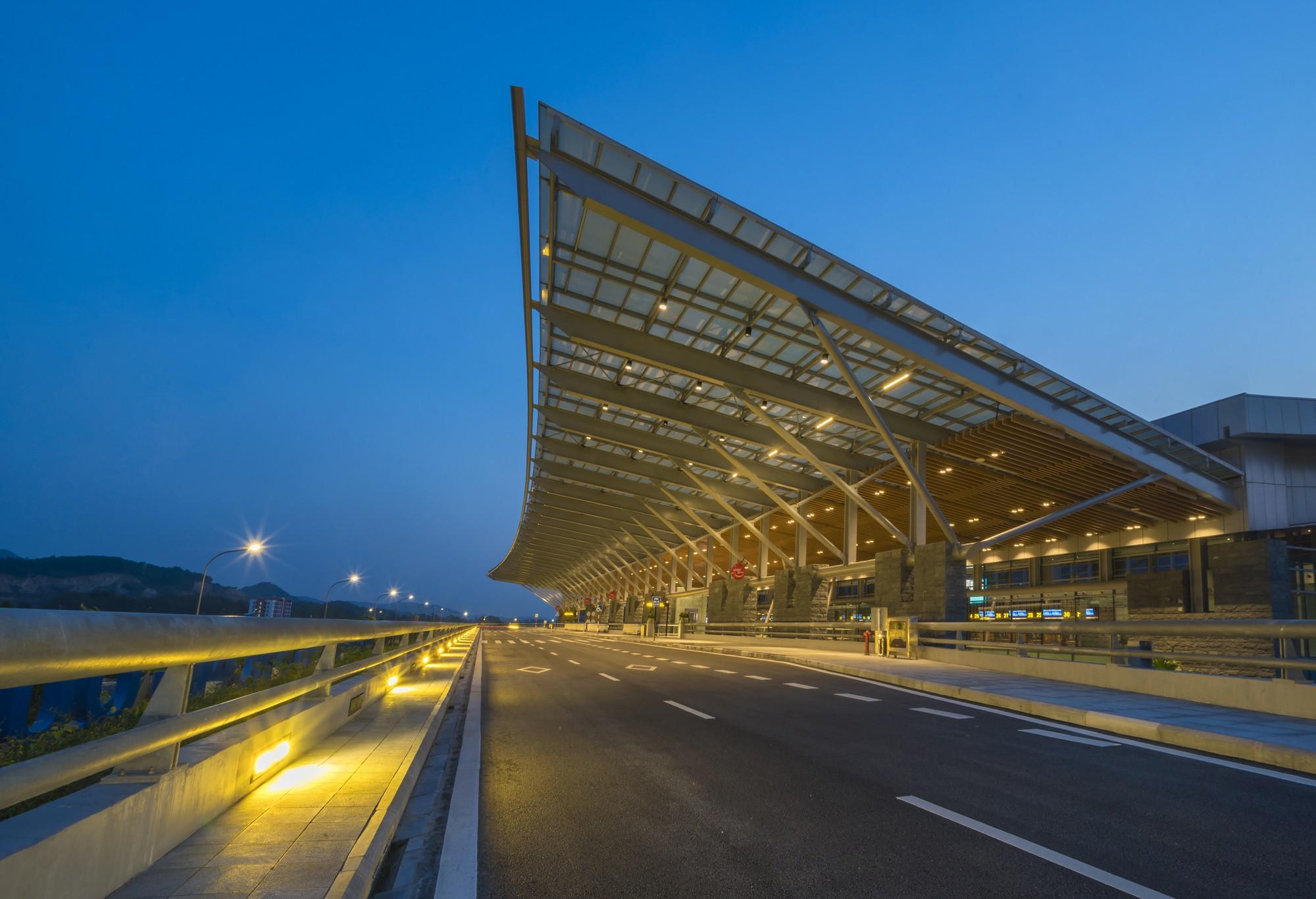 Sảnh đón sân bay Vân Đồn mang biểu tượng cánh buồm gắn liền với vùng đất Quảng Ninh