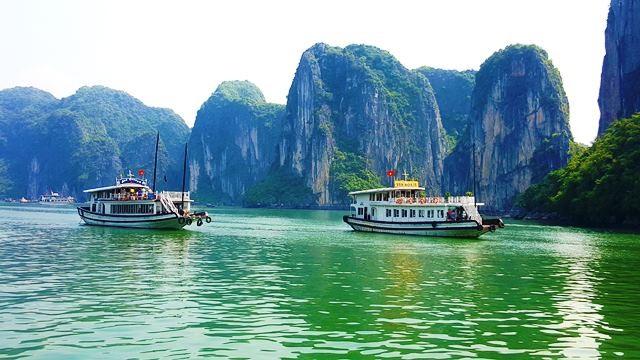 Quảng Ninh dừng triển khai tăng phí tham quan vịnh Hạ Long - Ảnh 1.