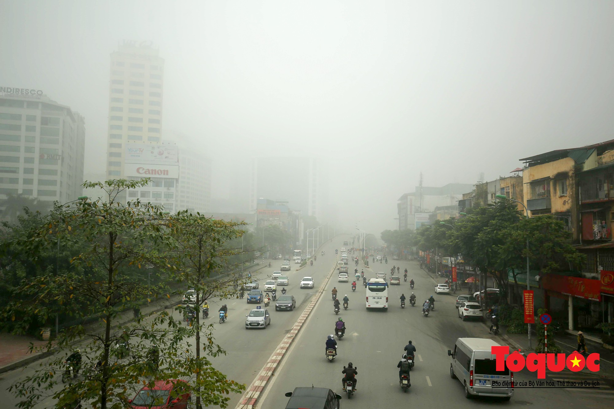 Cao ốc Hà Nội chơi ú tìm trong lớp sương mù dày đặc12
