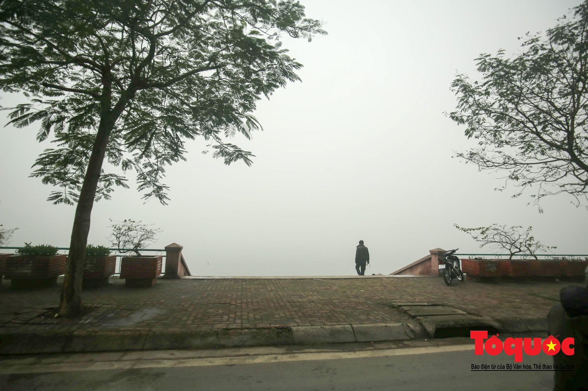 Cao ốc Hà Nội chơi ú tìm trong lớp sương mù dày đặc14