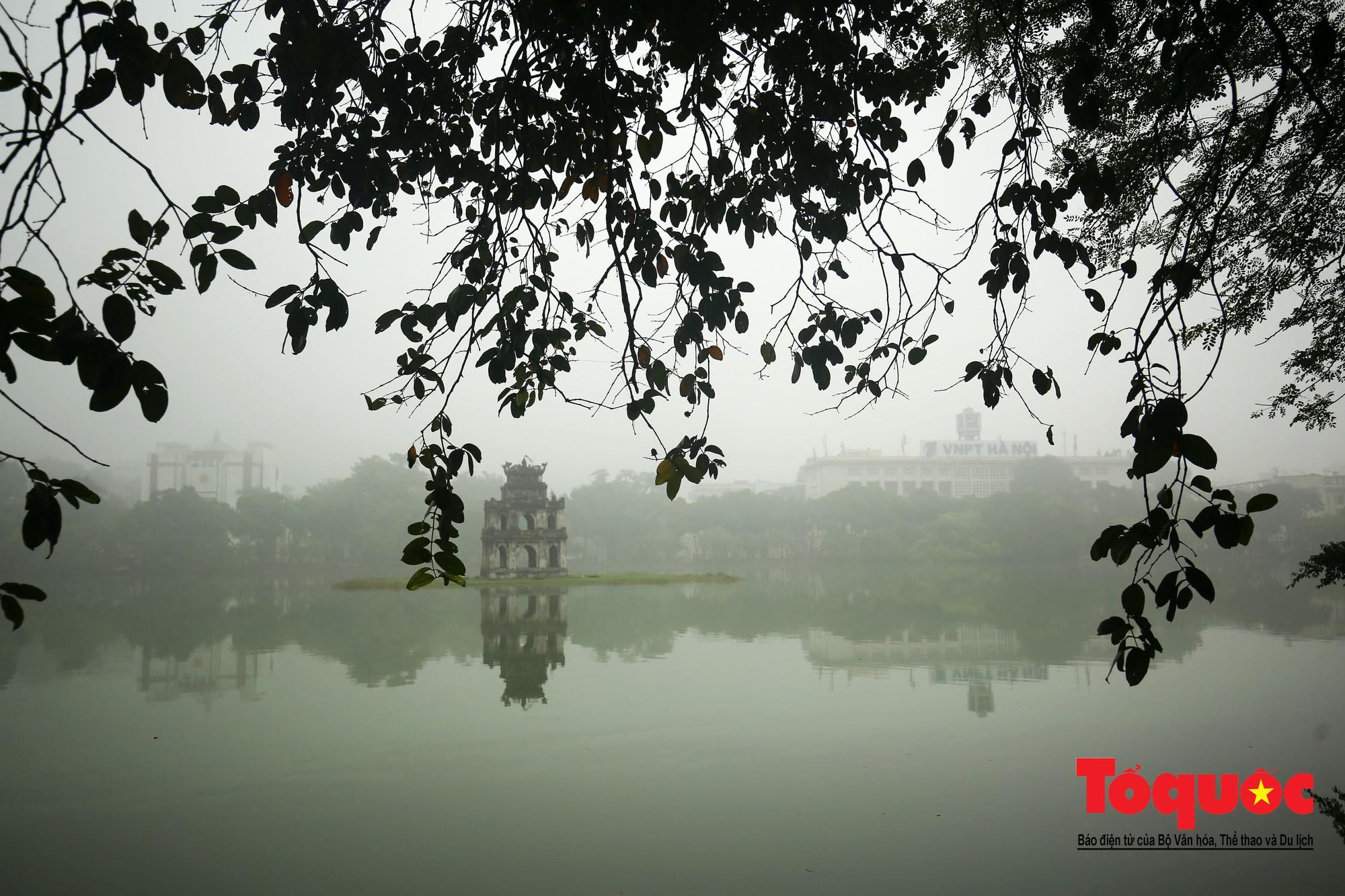 Cao ốc Hà Nội chơi ú tìm trong lớp sương mù dày đặc15