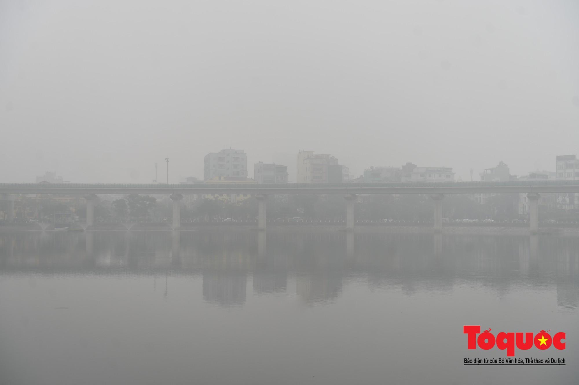 Cao ốc Hà Nội chơi ú tìm trong lớp sương mù dày đặc16