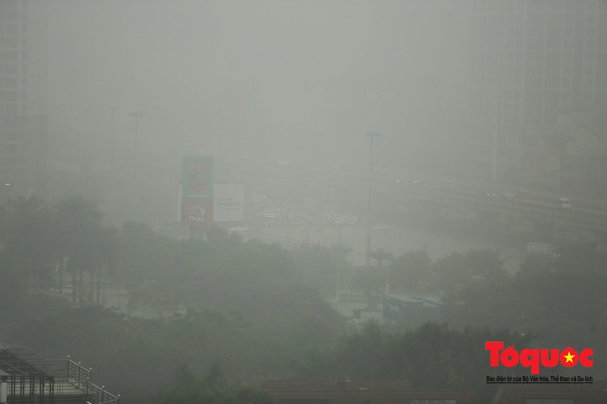 Cao ốc Hà Nội chơi ú tìm trong lớp sương mù dày đặc4