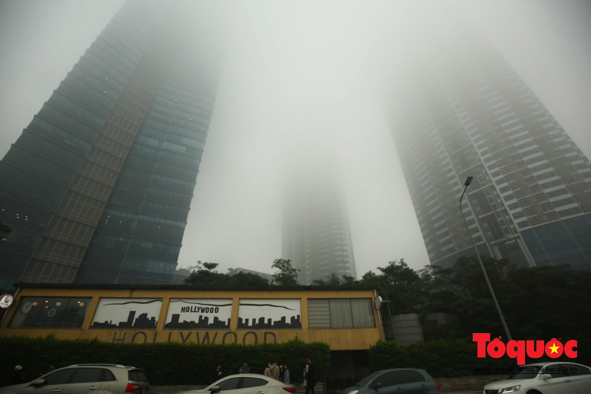 Cao ốc Hà Nội chơi ú tìm trong lớp sương mù dày đặc7