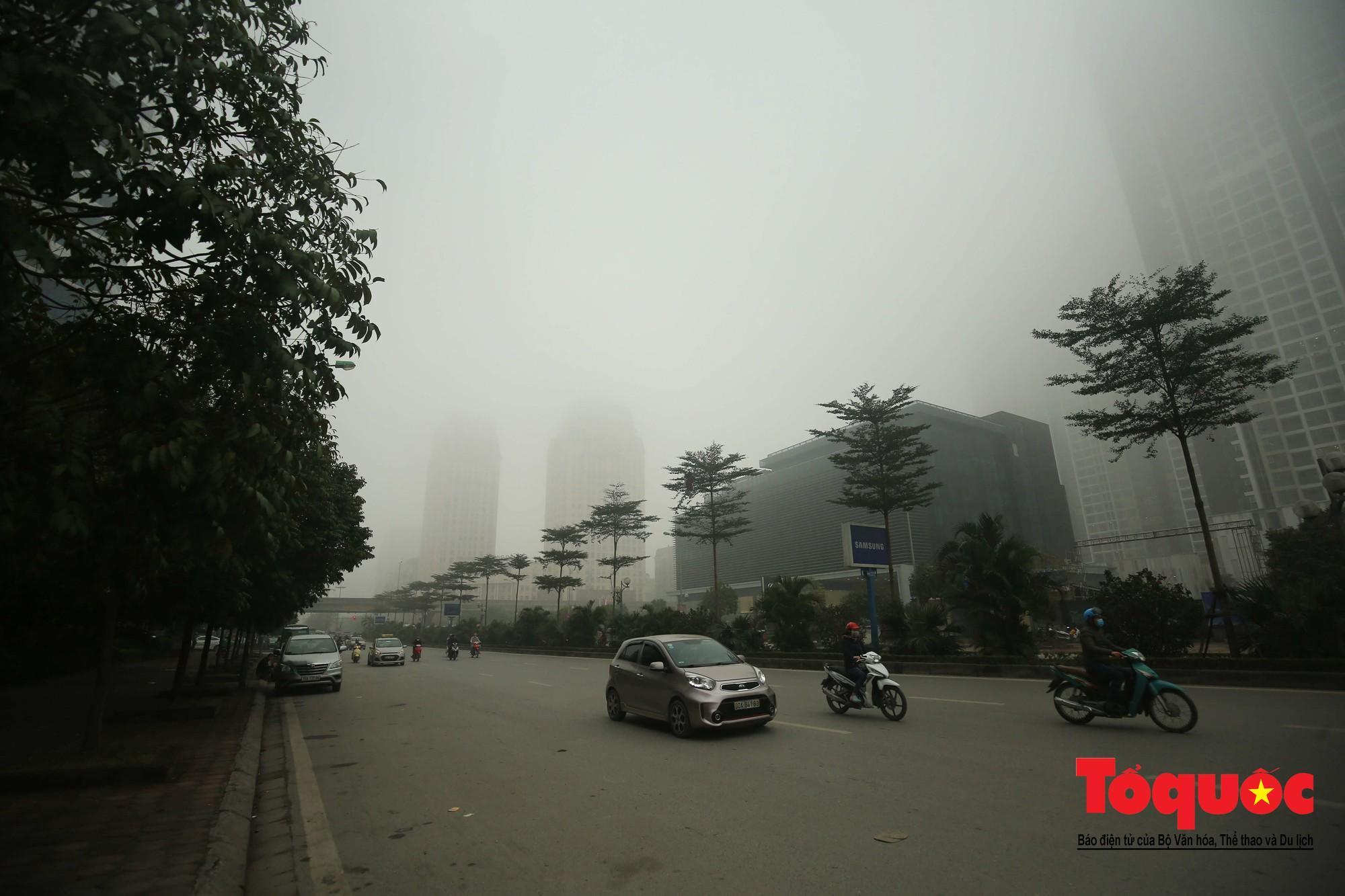 Cao ốc Hà Nội chơi ú tìm trong lớp sương mù dày đặc9