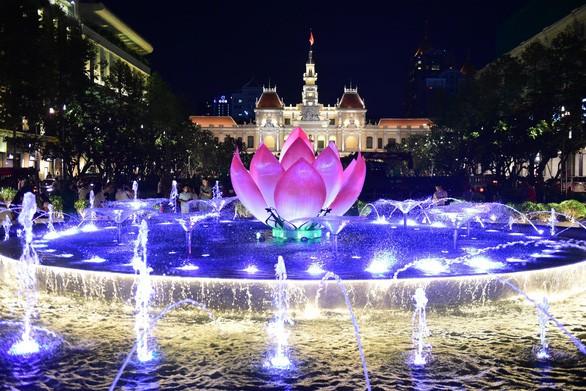 Khánh thành đài phun nước hơn 20 tỷ tại phố đi bộ Nguyễn Huệ - Ảnh 1.