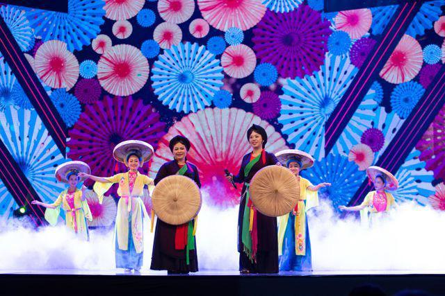 Cuộc đời nghệ sĩ sau cánh màn nhung được 'phơi' bày trên sân khấu - Ảnh 3.