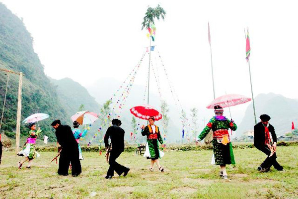 Tập huấn nâng cao năng lực bảo tồn và phát huy bản sắc văn hóa dân tộc thiểu số gắn với xây dựng nông thôn mới - Ảnh 1.