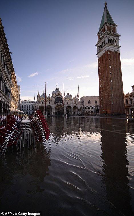 """Những hình ảnh ấn tượng về trận lụt lịch sử đang """"hoành hành"""" thiên đường Venice, Italy - Ảnh 5."""