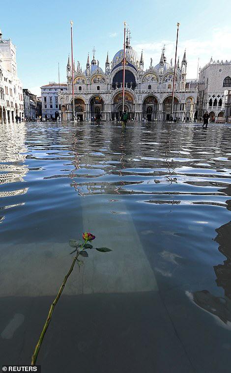 """Những hình ảnh ấn tượng về trận lụt lịch sử đang """"hoành hành"""" thiên đường Venice, Italy - Ảnh 1."""
