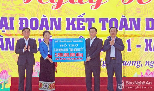 Phó Thủ tướng Vương Đình Huệ dự Ngày hội Đại đoàn kết cùng bà con nhân dân xóm Tân Lập 1,  Nghi Lộc (Nghệ An) - Ảnh 2.