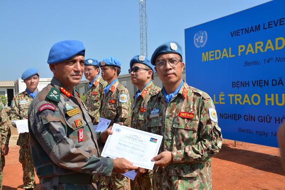 """Liên Hợp Quốc trao tặng Huy chương vì sự nghiệp Gìn giữ hòa bình cho các """"sứ giả"""" của Việt Nam - Ảnh 2."""