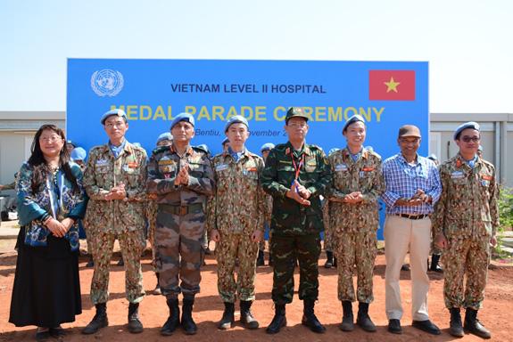 """Liên Hợp Quốc trao tặng Huy chương vì sự nghiệp Gìn giữ hòa bình cho các """"sứ giả"""" của Việt Nam - Ảnh 3."""
