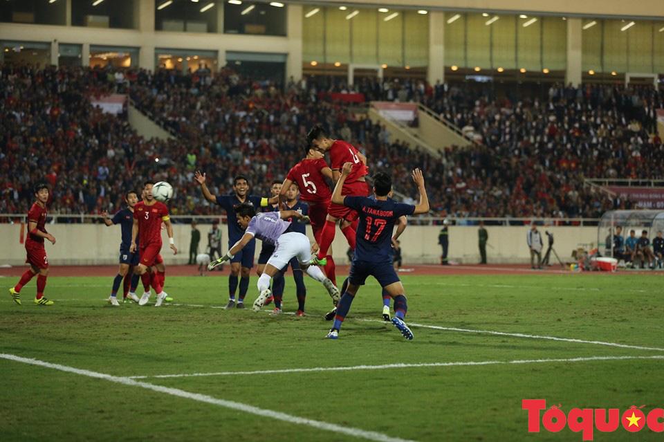 [Trực tiếp] Trận đấu Việt Nam vs ĐT Thái Lan: Chia điểm tiếc nuối, ĐT Việt Nam tiếp tục dẫn đầu bảng - Ảnh 4.