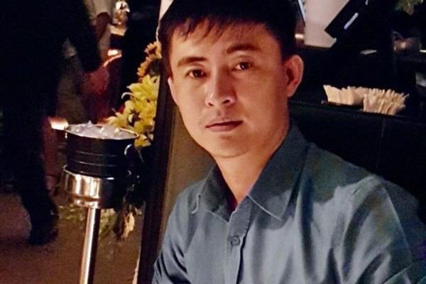Ngày nhà giáo Việt Nam, học trò đi 45 km thăm mộ thầy chủ nhiệm vừa qua đời - Ảnh 3.