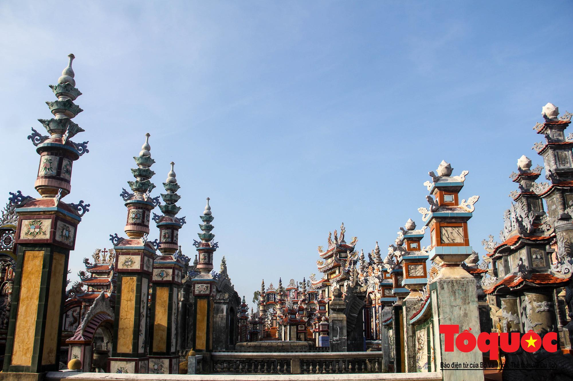 """Ngỡ ngàng với vẻ xa hoa, tráng lệ của """"thành phố lăng mộ"""" nghìn tỷ bậc nhất Việt Nam - Ảnh 2."""