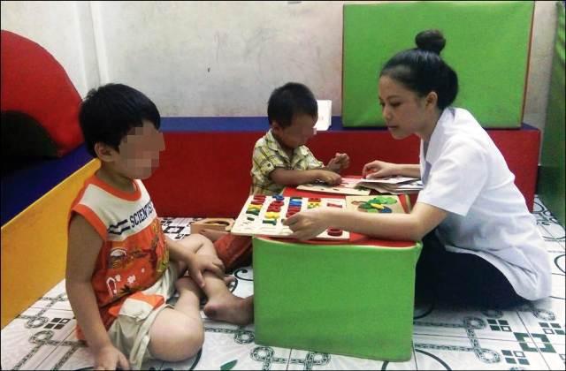 Phó Thủ tướng Vũ Đức Đam yêu cầu chấn chỉnh hoạt động các cơ sở giáo dục, chăm sóc trẻ tự kỷ - Ảnh 1.