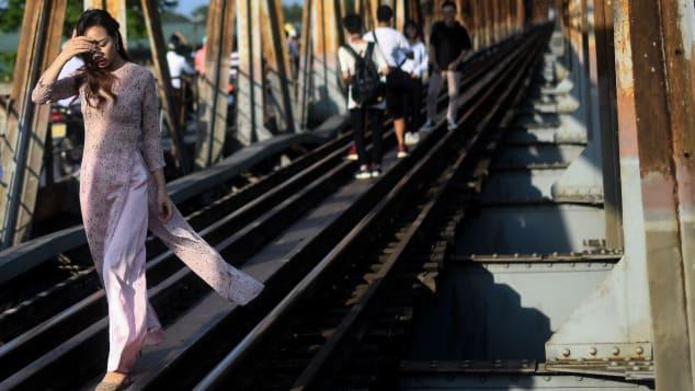 Báo quốc tế cảnh báo điểm chụp ảnh mới hút du khách thay thế Phố Đường tàu bị đóng cửa - Ảnh 1.