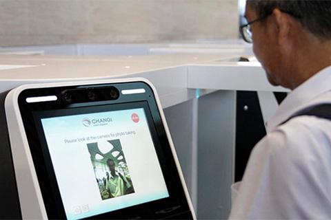 Làm thủ tục khách sạn bằng công nghệ nhận diện khuôn mặt - Ảnh 1.