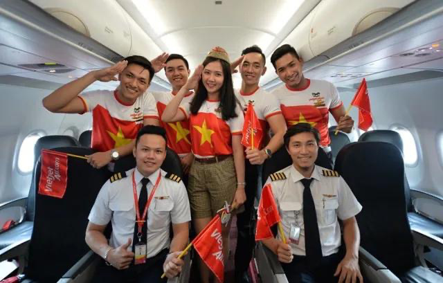 Cầu thủ, ban huấn luyện của đội bóng nữ SEA Games và  người thân được bay miễn phí cùng Vietjet  - Ảnh 1.
