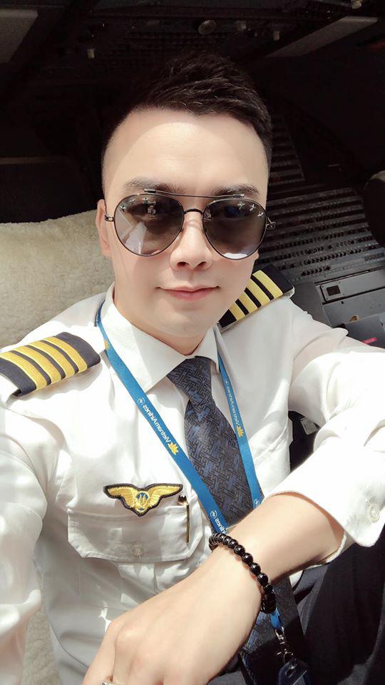 Bất ngờ cơ trưởng lái chiếc máy bay chở toàn đội tuyển quốc gia từ Philippines về nước - Ảnh 4.