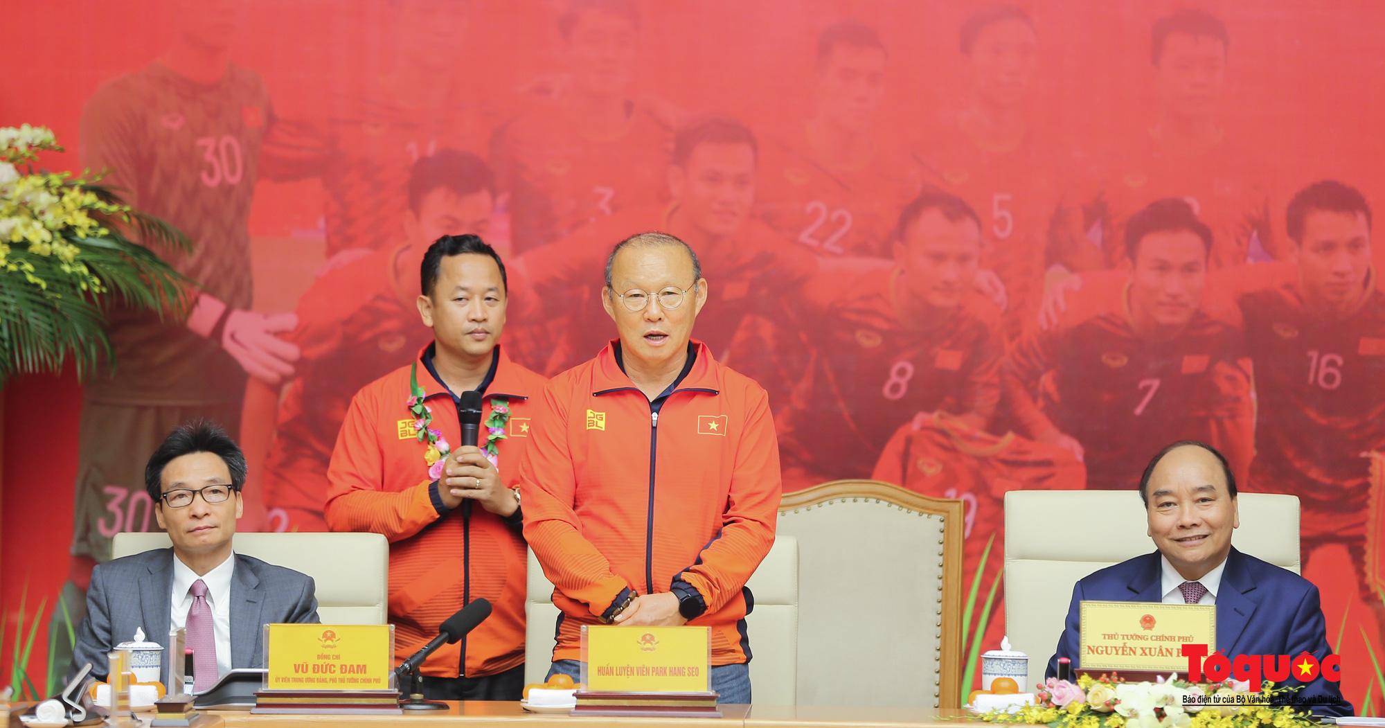 Thủ tướng Nguyễn Xuân Phúc gặp mặt thân mật các cầu thủ đội tuyển U22 Việt Nam và ĐT nữ Việt Nam - Ảnh 7.