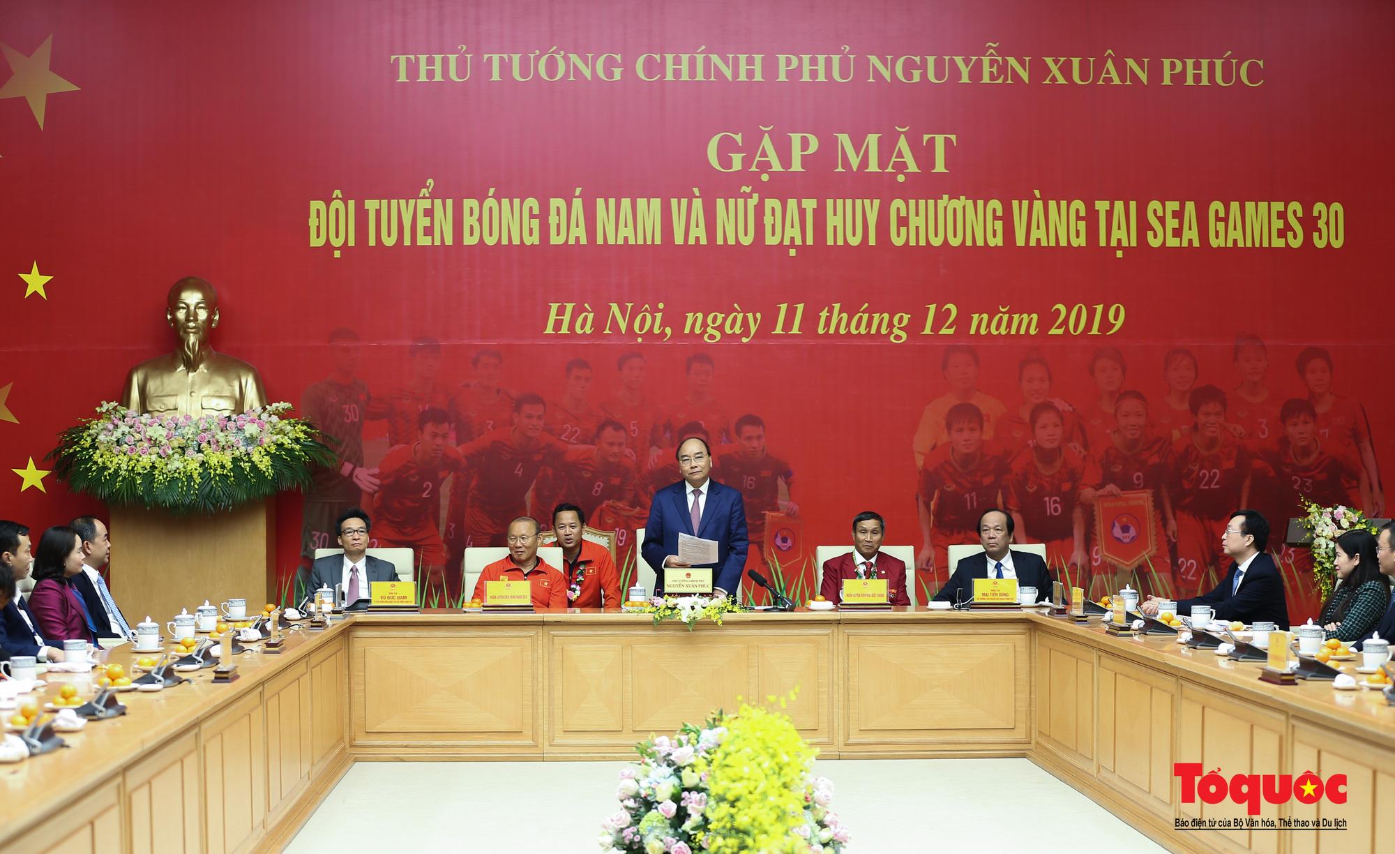 Thủ tướng Nguyễn Xuân Phúc gặp mặt thân mật các cầu thủ đội tuyển U22 Việt Nam và ĐT nữ Việt Nam - Ảnh 9.