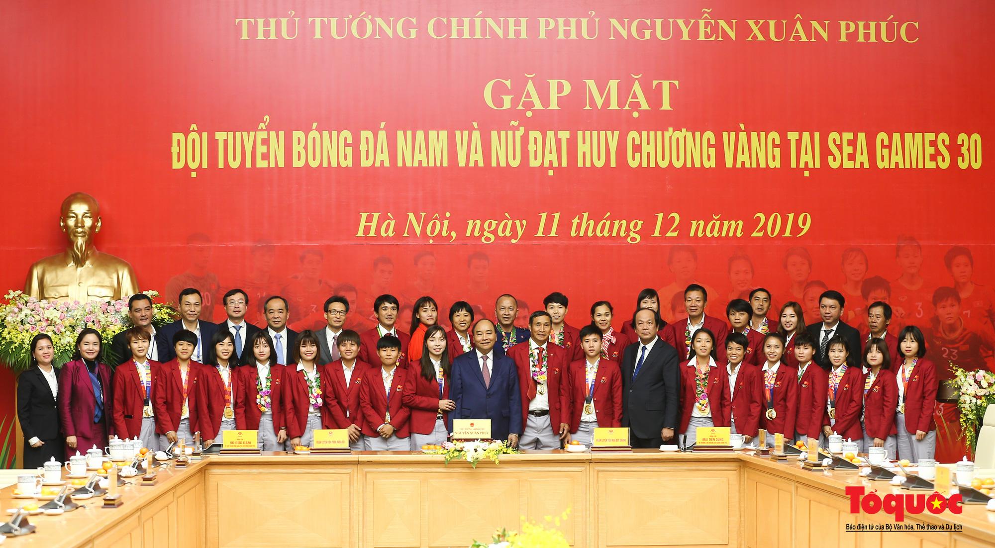 Thủ tướng Nguyễn Xuân Phúc gặp mặt thân mật các cầu thủ đội tuyển U22 Việt Nam và ĐT nữ Việt Nam - Ảnh 17.