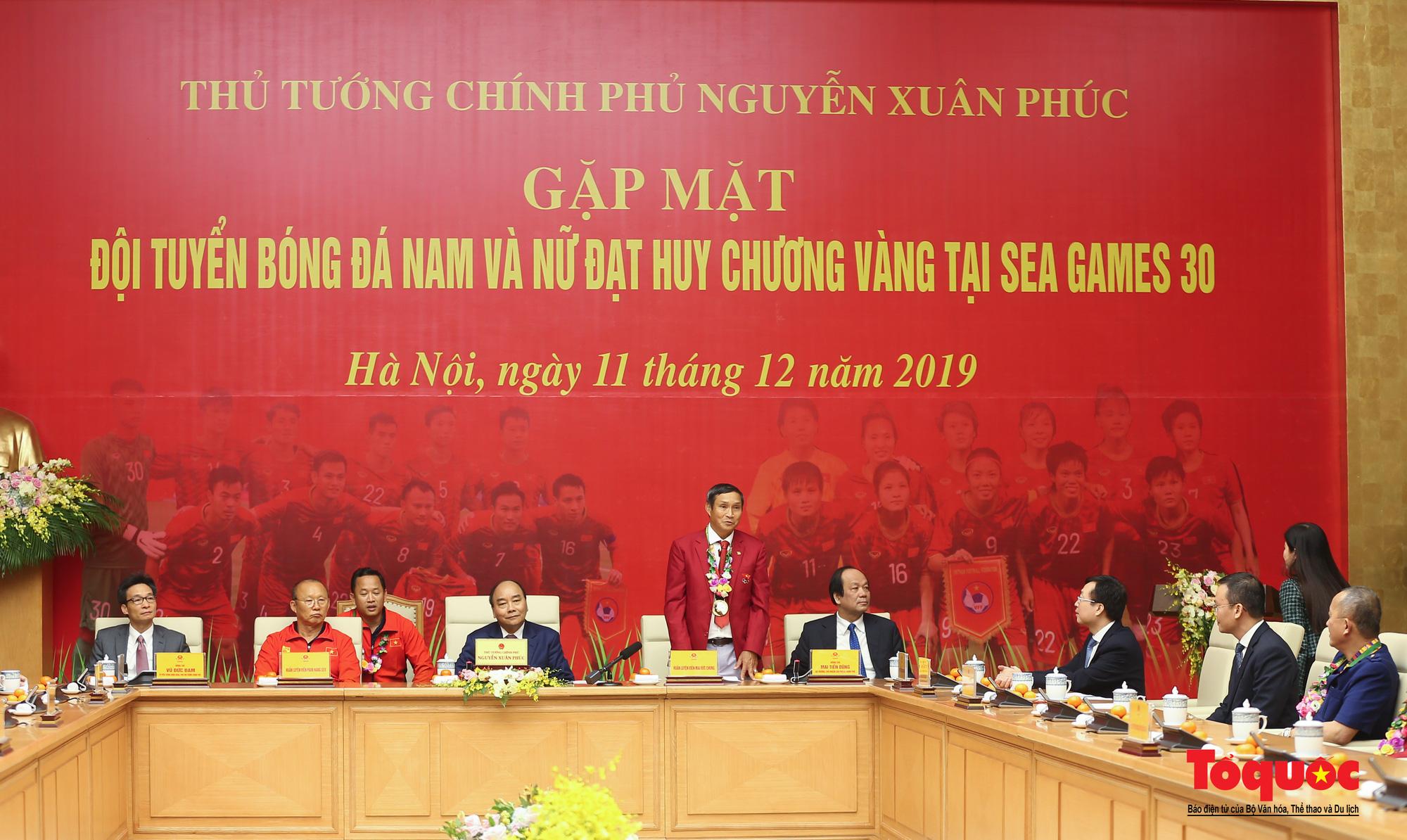 Thủ tướng Nguyễn Xuân Phúc gặp mặt thân mật các cầu thủ đội tuyển U22 Việt Nam và ĐT nữ Việt Nam - Ảnh 6.