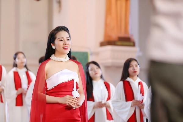 Phạm Thùy Dung chào Giáng sinh bằng CD Moon và MV Ave Maria - Ảnh 2.