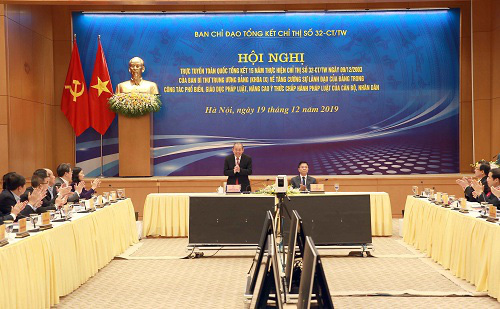 Phó Thủ tướng thường trực Trương Hòa Bình: Cần tuyên truyền pháp luật hiệu quả qua mạng xã hội để hạn chế thông tin xấu độc - Ảnh 1.