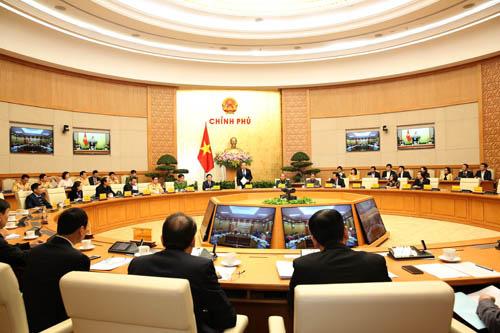 Phó Thủ tướng Thường trực: Thực hiện quyết liệt hơn nữa các giải pháp bảo đảm ATGT - Ảnh 1.