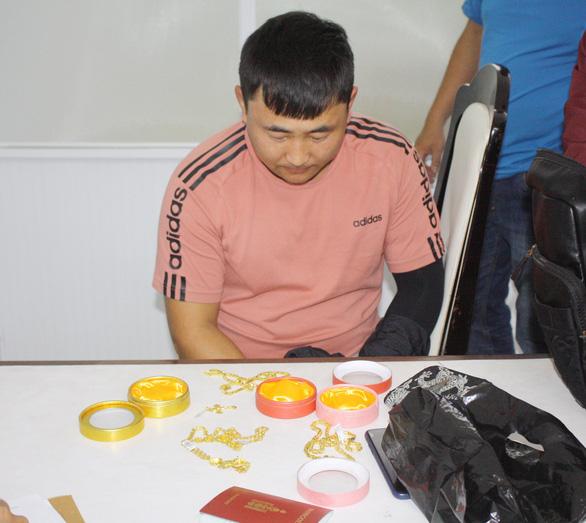 Bắt các đối tượng người Mông Cổ chuyên móc túi khách du lịch ở Đà Nẵng  - Ảnh 1.