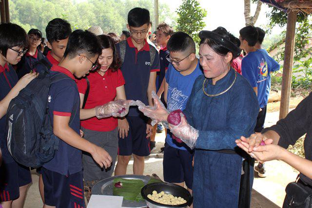 Cùng các em học sinh trải nghiệm ẩm thực dân tộc - Ảnh 1.