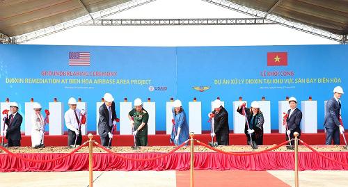 Bắt đầu xử lý chất độc dioxin tại điểm nóng, phức tạp nhất ở Việt Nam- sân bay Biên Hòa - Ảnh 1.