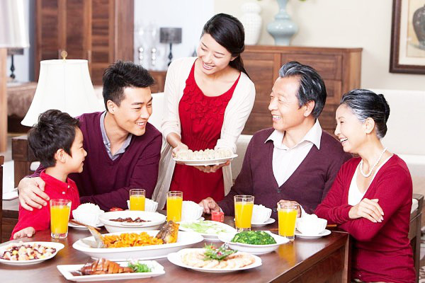 Thủ tướng giao Bộ VHTTDL đẩy mạnh công tác tuyên truyền, giáo dục đạo đức, nếp sống văn hoá trong gia đình - Ảnh 1.