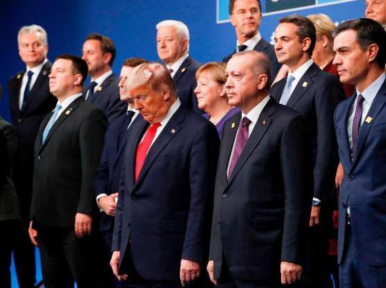 """Bất ngờ tạo """"biến căng"""", Tổng thống Trump làm lu mờ mọi nỗ lực gắn kết của NATO - Ảnh 2."""