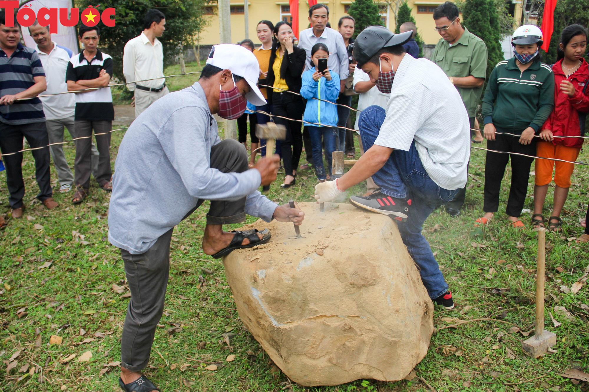 Độc đáo hội thi chẻ đá mồ côi ở Quảng Trị - Ảnh 5.