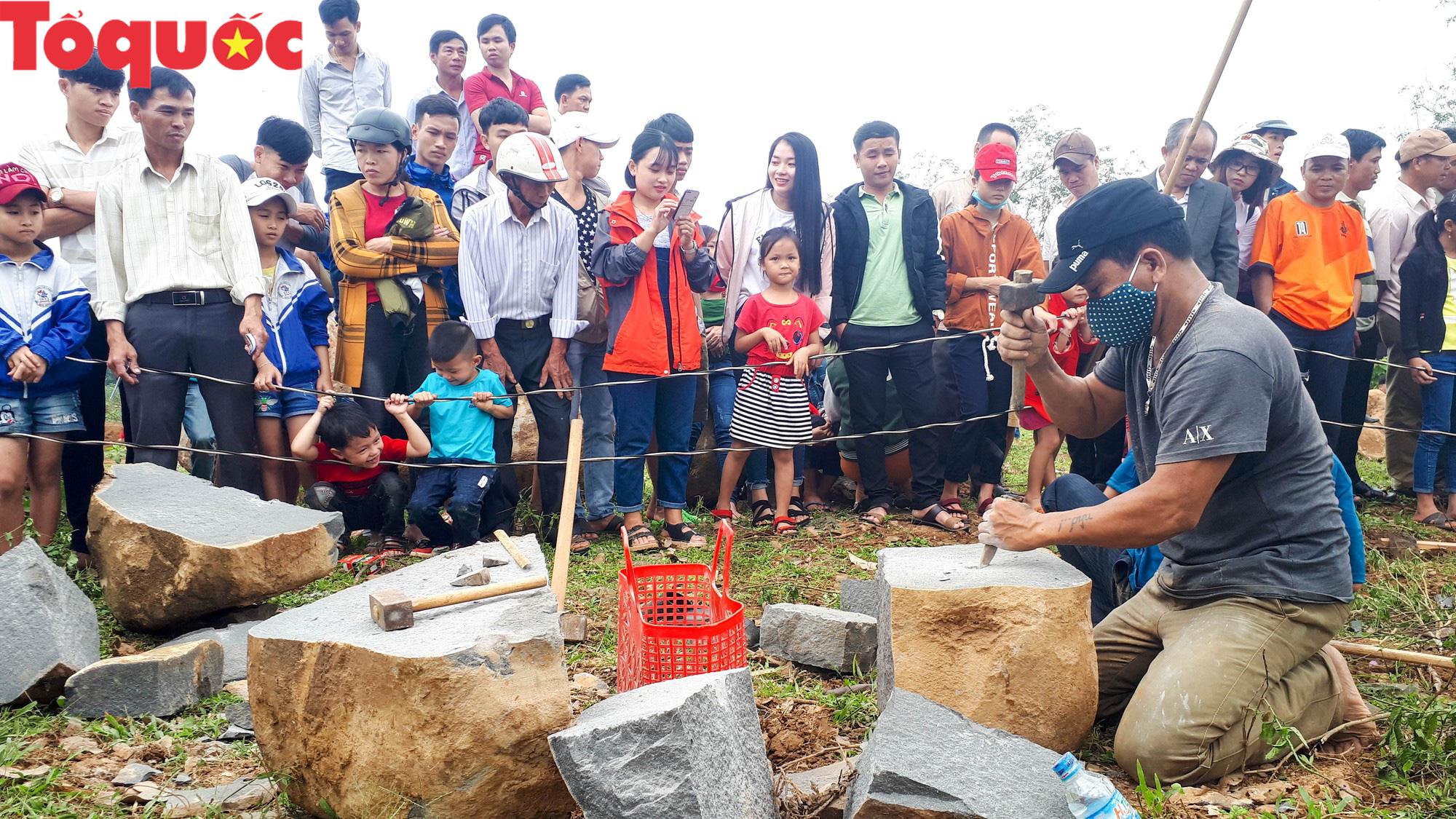 Độc đáo hội thi chẻ đá mồ côi ở Quảng Trị - Ảnh 9.