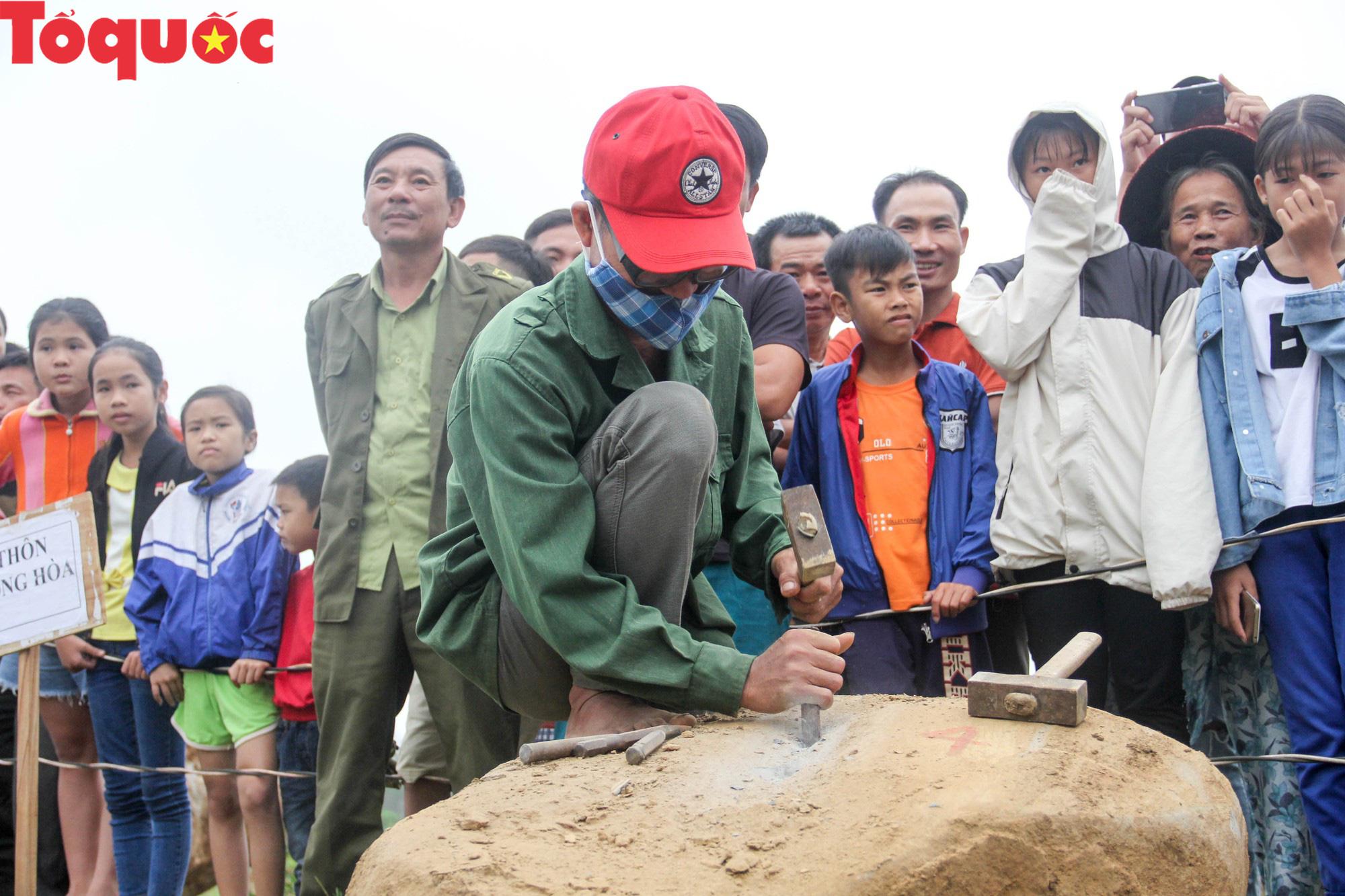Độc đáo hội thi chẻ đá mồ côi ở Quảng Trị - Ảnh 2.
